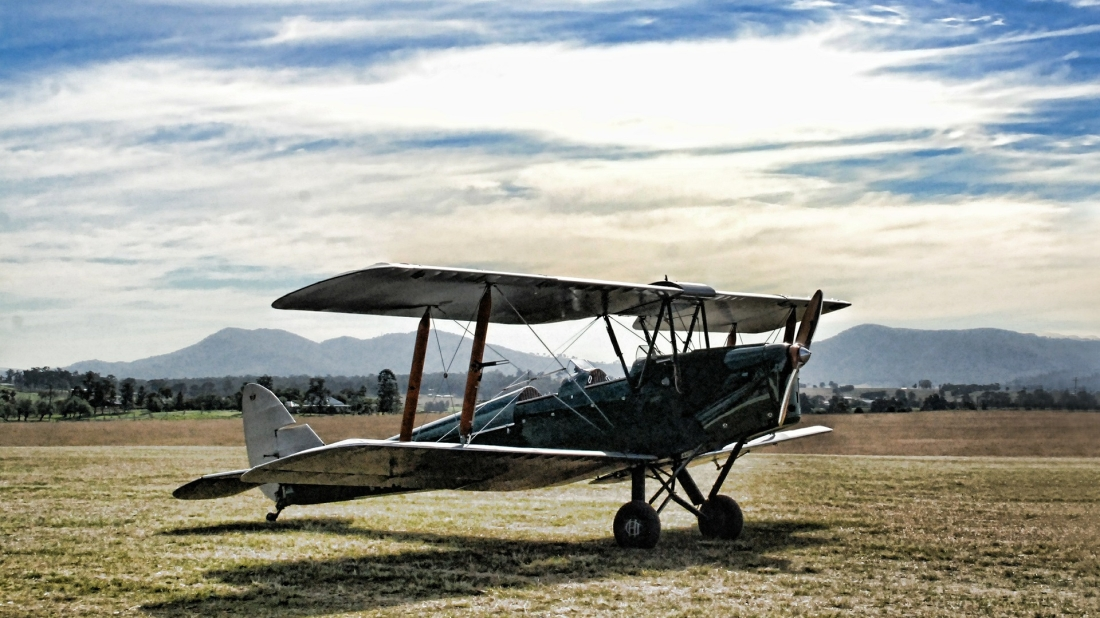 plane-392006_1920